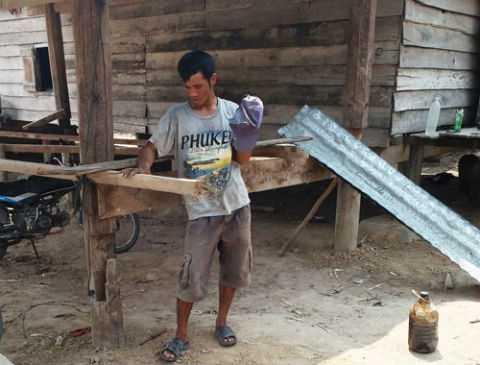 Dù Nay Nhung làm việc quần quật đã 4 năm nhưng vợ chồng anh vẫn chưa trả hết nợ thách cưới