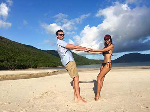 Hiện Hà Anh đang rất hạnh phúc sau lễ đính hôn vớiOlly Dowdenhồi tháng 7 vừa qua.