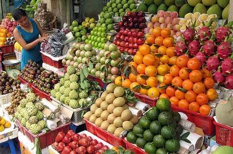 Hoa quả là mặt hàng tiêu thụ nhanh trong dịp tháng cô hồn
