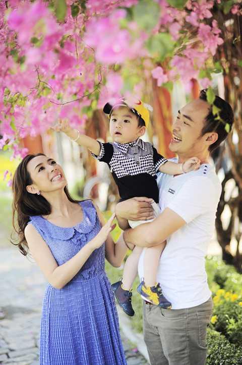 Là một diễn viên hài luôn vui vẻ trên sân khấu, nhưng ngoài đời thường, Thu Trang lại là một người mẹ vô cùng nghiêm khắc với con.