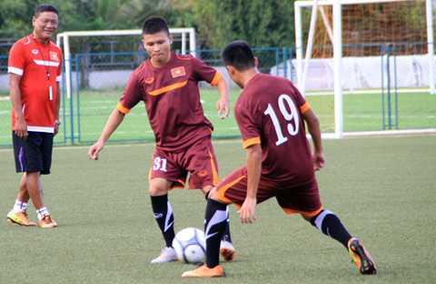 Quang Hải có buổi tập đầu tiên ở U19 Việt Nam năm 2015 (Ảnh: Thanh Niên)
