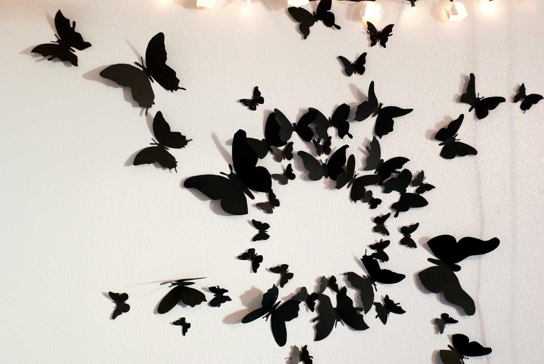 Nếu không được giỏi khoản cắt xén thì   bạn có thể in những chú bướm này ra giấy, đi rập rồi sau đó chỉ việc dán   lên tường theo một trật tự mà bạn thích.