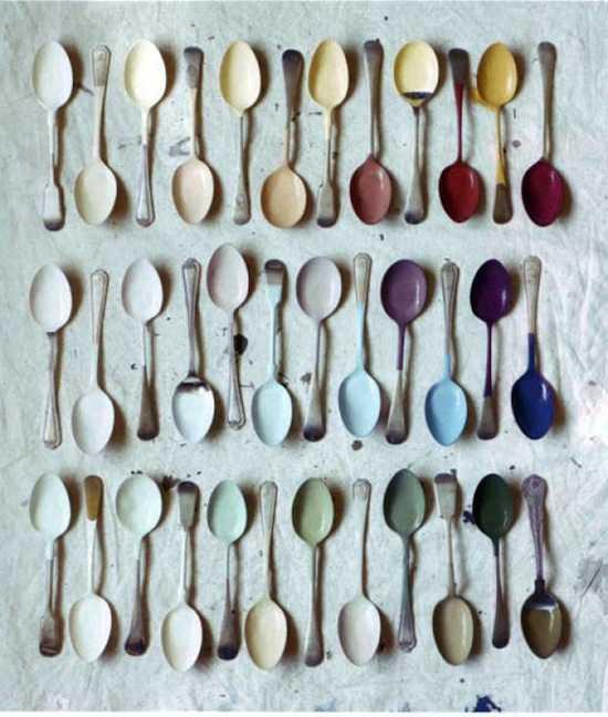 Một bức tranh với những chiếc muỗng nhiều màu sắc này sẽ rất thích hợp với không gian bếp.