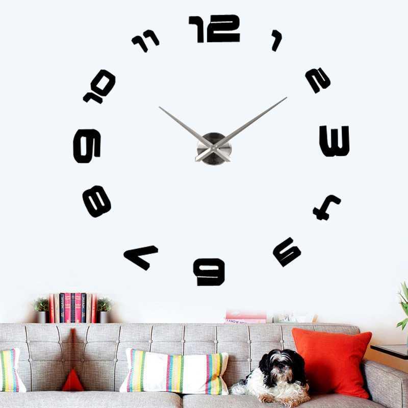 Có   chiếc đồng hồ khổng lồ như thế này thì bạn khỏi phải nheo mắt khi xem   giờ nữa rồi. Ngoài ra, bạn có thể thay thế những con số bằng nhiều hình   khác như ngôi sao, trái tim, chiếc lá, bông hoa,...