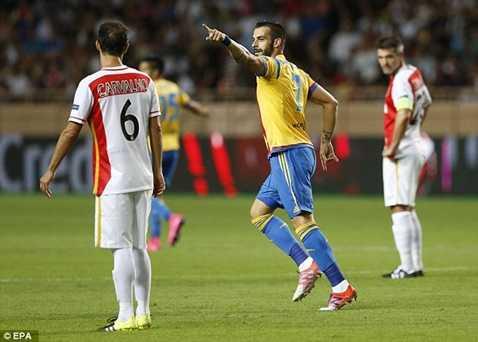 Negredo ghi bàn giúp Valencia vào vòng bảng Champions League