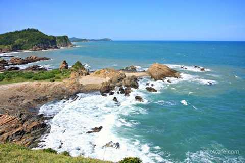 Cô Tô là một quần đảo gồm khoảng 50 đảo năm ở phía đông của tỉnh Quảng Ninh