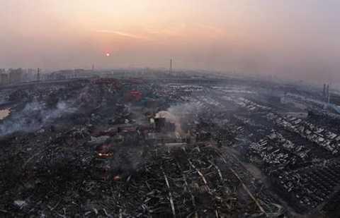 Cảng Thiên Tân hoang tàn như vừa bị đánh bom