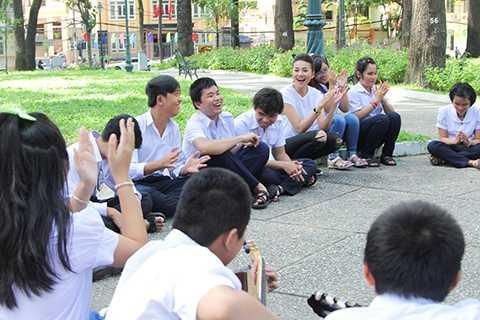 Sau hoạt động ý nghĩa này, Host Thanh Hằng lập tức giao cho các thí sinh một nhiệm vụ, đó là họ sẽ hoá thân thành những nhân vật đặc biệt để không bị phát hiện khi đứng trước đám đông và phải vận dụng kĩ năng tương tác với công chúng nơi công cộng.