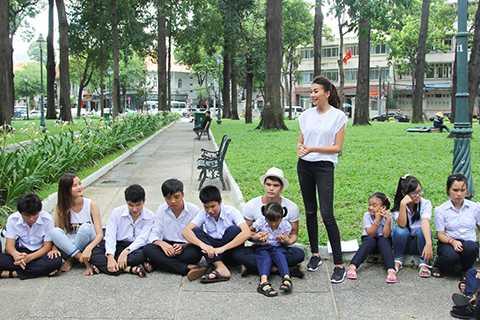 Bên cạnh những hoạt động nghệ thuật, Thanh Hằng còn là một người sống tình cảm và luôn nhiệt tình tham gia công tác xã hội.