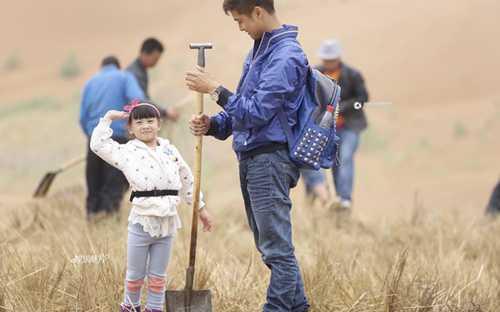 Điền Lượng và con gái nổi tiếng sau khi tham gia chương trình Bố ơi, Mình đi đâu thế cùng cặp cha con Lâm Chí Dĩnh.