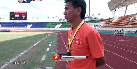HLV Hoàng Anh Tuấn của U19 Việt Nam