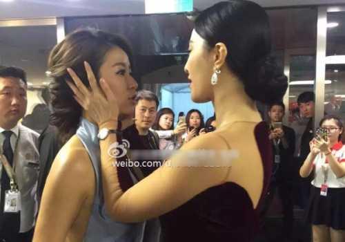 Hình ảnh Lâm Tâm Như và Phạm Băng Băng thân thiết trong sự kiện.