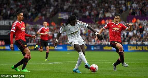 Swansea 2-1 MU: Gomis ấn định chiến thắng