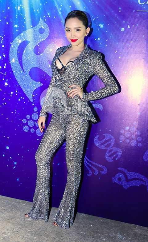 Tóc Tiên đã khéo léo lựa chọn trang phục để tôn lên những ưu điểm của cô.