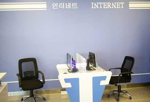 Hình ảnh phòng internet bỏ trống tại nhà ga mới của sân bay Bình Nhưỡng -  Ảnh: Dita Alangkara/AP