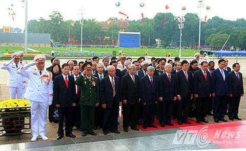 Các đồng chí lãnh đạo Đảng, Nhà nước tưởng nhớ Chủ tịch Hồ Chí Minh