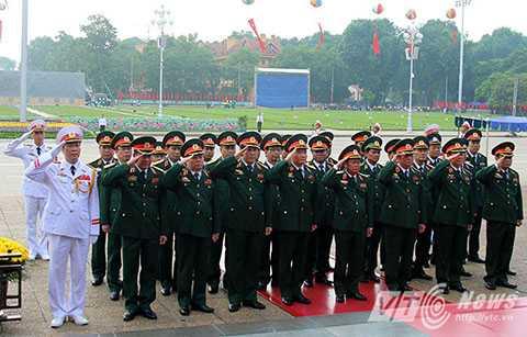 Đoàn của Bộ Quốc phòng do Thượng tướng Đỗ Bá Tỵ dẫn đầu