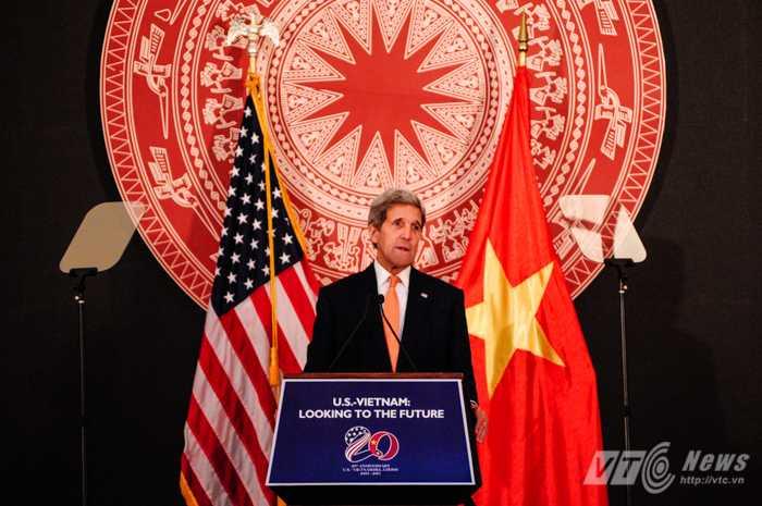 Ngoại trưởng Mỹ John Kerry phát biểu trong chuyến thăm Việt Nam tháng 8 vừa qua - Ảnh: Tùng Đinh