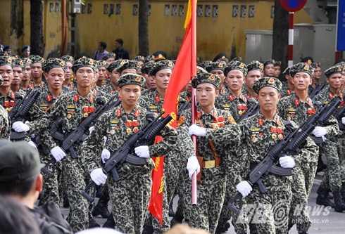 Lực lượng đổ bộ đường không là lực lượng đặc biệt tinh nhuệ, được trang bị vũ khí hiện đại - Ảnh: Minh Chiến