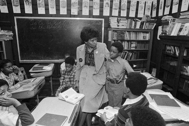 Triết lý của Marva Collins được tóm tắt trong lời hứa với các học sinh: