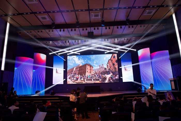 Màn hình LED hiện đại giúp truyền tải thông điệp của các clip dự thi một cách tốt nhất.
