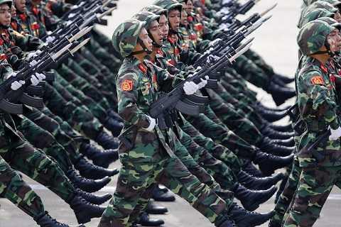 Quân đội diễu binh kỷ niệm 70 Quốc khánh Việt Nam -Ảnh: DPA