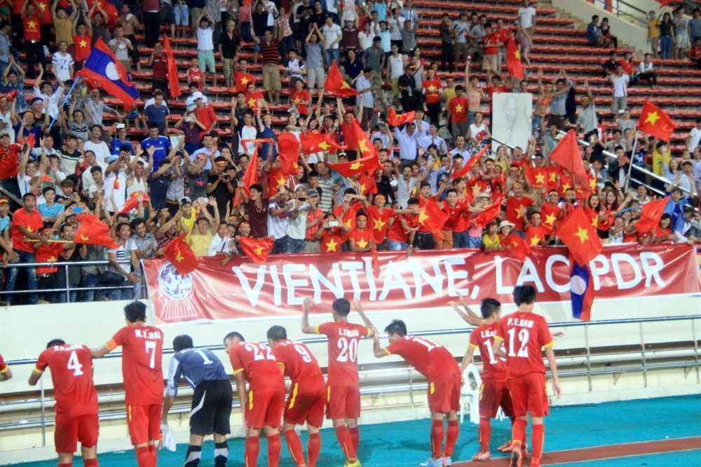 U19 Việt Nam nhận được nhiều sự quan tâm của kiều bào Việt Nam tại Lào. (Ảnh: Vân Nga)