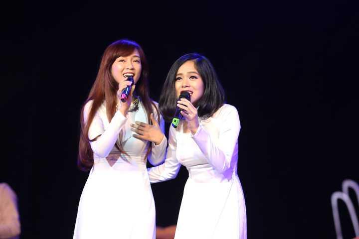 Trong 'Câu chuyện hòa bình' số 2, Hoàng Quyên mặc áo dài trắng hát lên khát vọng hòa bình