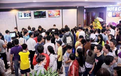 Khách hàng xếp hàng xem phim tại hệ thống rạp BHD nằm tại tầng B2 va B3 TTTM Vincom Quang Trung