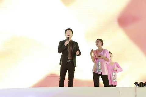 Mỹ Linh tái ngộ Tấn Minh với '70 năm khúc hát tự hào'