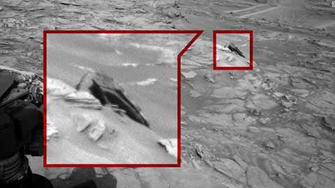 Giống một mảnh vở của UFO bị rơi xuống hành tinh đỏ sau một cuộc chiến tranh giữa các vì sao.