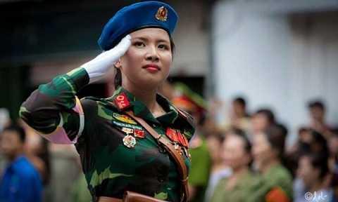 Nữ thiếu úy Phạm Trúc Sơn Quỳnh