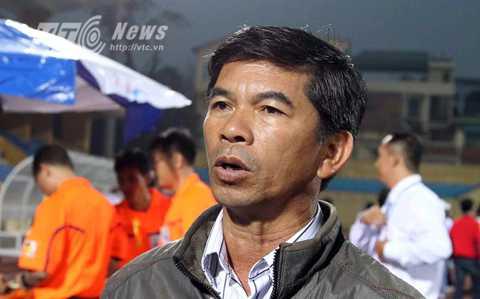Giám đốc điều hành CLB HAGL Huỳnh Mau bức xúc (Ảnh: Quang Minh)