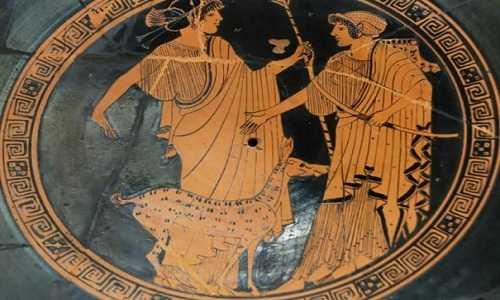 Hình thần Apollo (trái) và em gái Artemis (phải) trên một chiếc cốc Hy Lạp có niên đại từ năm 470 trước Công nguyên. Ảnh: Wikimedia Commons.