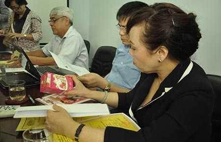 Bộ trưởng Bộ Y tế kiểm tra chất lượng thực phẩm chức năng.