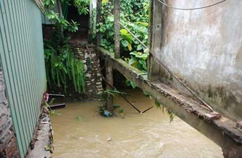 Khu vực cầu tạm xảy ra vụ việc trong trận mưa lũ ở Yên Bái (Ảnh: Tuổi trẻ)