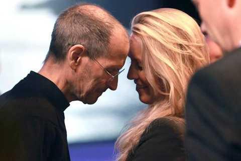 Bà Laurene Powell là người đã đứng bên Steve Jobs sau hầu hết mọi sóng gió của cuộc đời