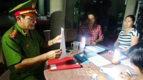 Trung tá Trương Sỹ Trung, đội trưởng đội nghiệp vụ 4 Phòng cảnh sát phòng chống tội phạm về môi trường Công an tỉnh Bình Thuận giải thích hành vi vi phạm pháp luật của chủ lò mổ bò