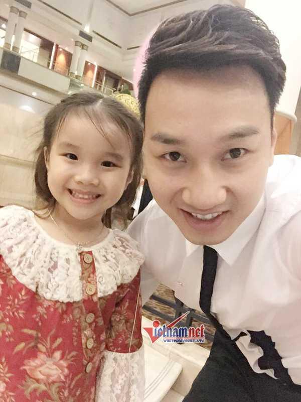 Thành Trung và con gái.