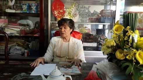 Cô Lê Thị Thanh Nguyệt - Hiệu trưởng trường Phạm Ngũ Lão nói về quyết định buộc thôi học em Tuyết Linh (Ảnh: T.P)