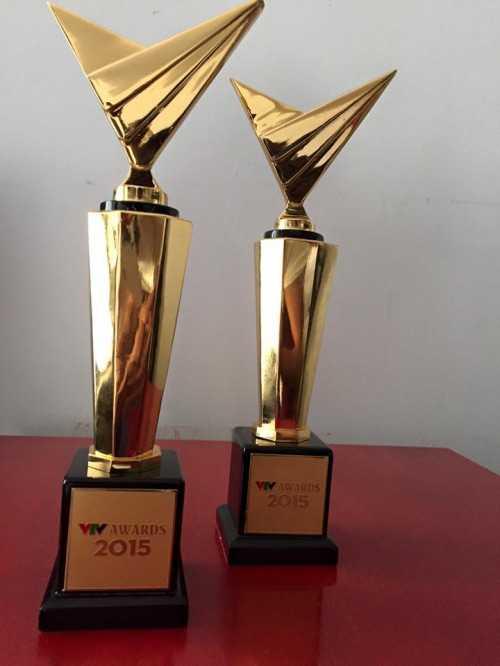Cú đúp giải thưởng Trấn Thành nhận được tại VTV Awards 2015 dành choMC ấn tượng nhất và Nghệ sĩ hài ấn tượng nhất.