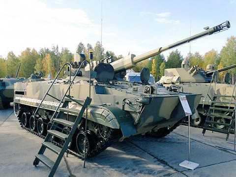 Nhiều thiết bị quân sự hiện đại được trưng bày trong triển lãm