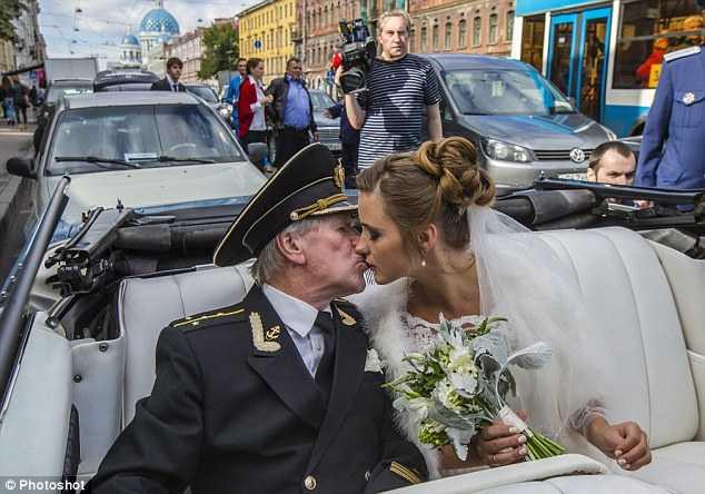 Giây phút ngọt ngào trong hôn lễ