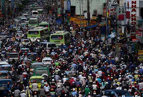 Các phương tiện giao thông chết dí một chỗ