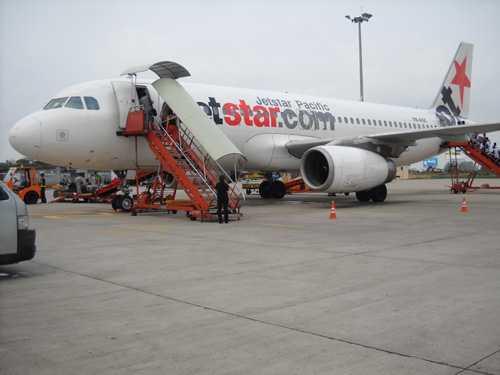 Sáng 11/9, một chiếc xe thang đã va quệt vào đuôi máy bay Jetstar tại sân bay Tân Sơn Nhất