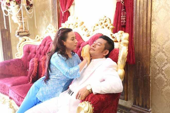 Cảnh trong phim 'Hy sinh đời trai'. Tấn Beo được chọn thay Trường Giang vì hợp với Phi Nhung - Ảnh: ĐPCC