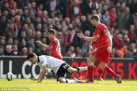 Gerrard từng nhận thẻ đỏ chỉ sau đúng 38 giây kể từ khi vào sân mùa giải trước