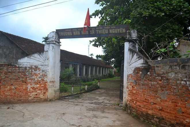 Trường Mầm non xã Thiệu Nguyên buộc phải đóng cửa vì đã xuống cấp và bị ô nhiễm thuốc trừ sâu. Ảnh: Nguyễn Dương.