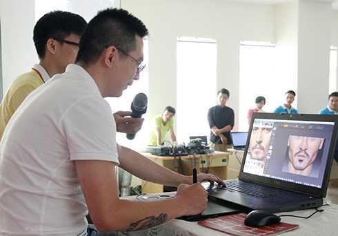 Tái hiện trực tiếp công nghệ sáng tạo để các sinh viên được chứng kiến
