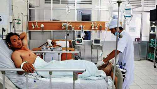 Nạn nhân Nguyễn Hùng Cường tại Bệnh viện Đa khoa Kiên Giang chiều ngày 13/9